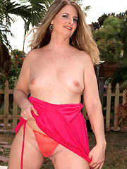 Chubby mature solo posing
