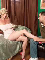 Coupling between hot mature Cassy and younger man
