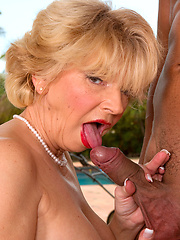 Lady sucking and fucking cock