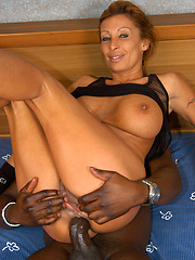 Interracial coupling between older slut and black man