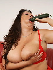 Busty mom grabs her vagina by fresh cucumber
