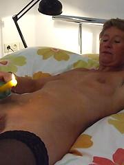 Kinky mature slut playing all alone