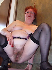 Mature Roswitha loves to show her hairy pussy
