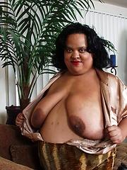 Fat ebony woman Nila share her big sized body