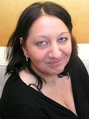 German fat mama with juicy boobs in tight black bra