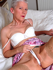 Silver mature appart her legs and enjoying with toy