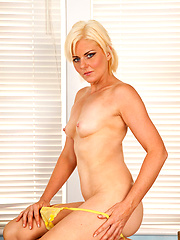 Blonde milf in her first naked photo session
