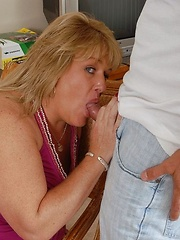 Chubby mature sucking cock and getting facial cumshot on her pretty face
