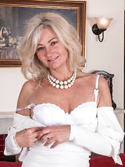 Ellen B strips off her white dress to show off
