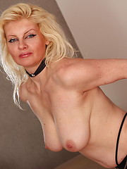 Blonde cougar loves to play with her snatch