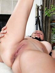 Anilos mature naked shows erotic athleticism on a fitness ball