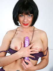 Gorgeous Anilos babe loves her purple vibrator