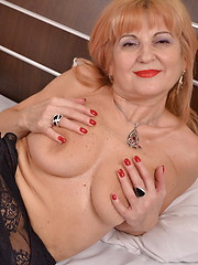 This blonde mature slut loves playing with herself