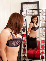 Anilos Miah Croft peels apart her shaved pussy lips in the mirror