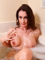 Anilos Nora Noir loves to masturbate while soaking in the tub
