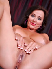 Ciara Blue Hot Cougar Pics - Hot Cougar Ciera Blue masturbates