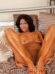 Sophia Smith loves the taste of her orgasm on her dildo