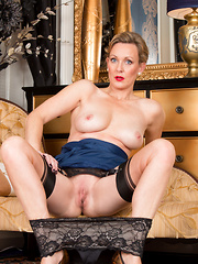 Sexy mommy shoves her fingers into her dripping fuck hole