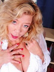 Naughty Karen Summer is a horny housewife