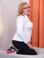 Chubby mature lady getting ready to play with her toys