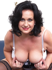 Big breasted MILF showing us her good stuff