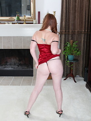 Very hot American housewife fooling around