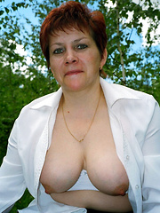 Mature mothers exposing their tits to everybody