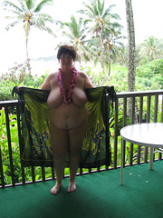 Country mature ladies flashing at the tables