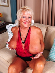 Naughty mature American lady getting kinky