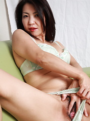 Japanese MILF lady teasing her lovely cunt