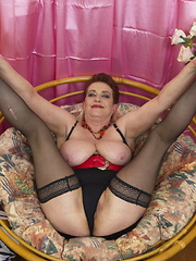Horny mature lady getting frisky