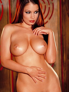mature model Aria Giovanni